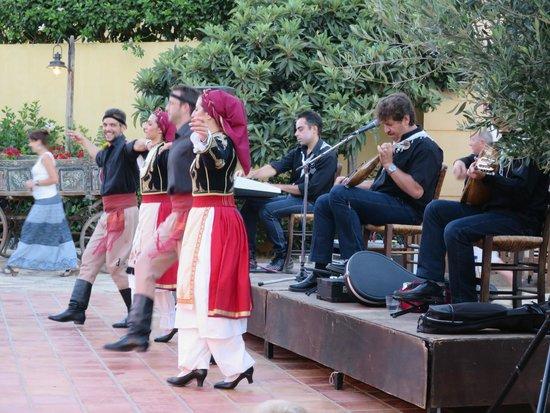 Candia Park Village : Soirée Cretoise avec buffet et danse