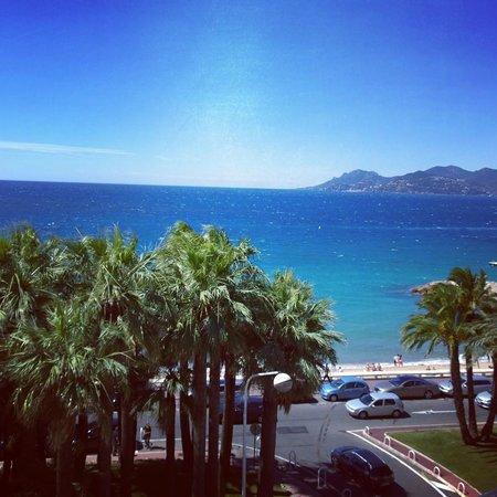 Radisson Blu 1835 Hotel & Thalasso: Vue sur la plage