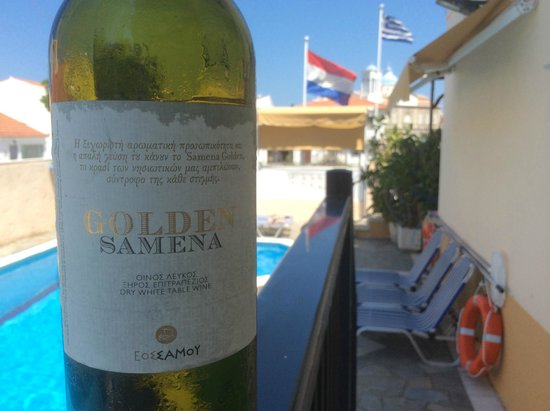 Angela Apartments: Dry moscato from our terras near the pool