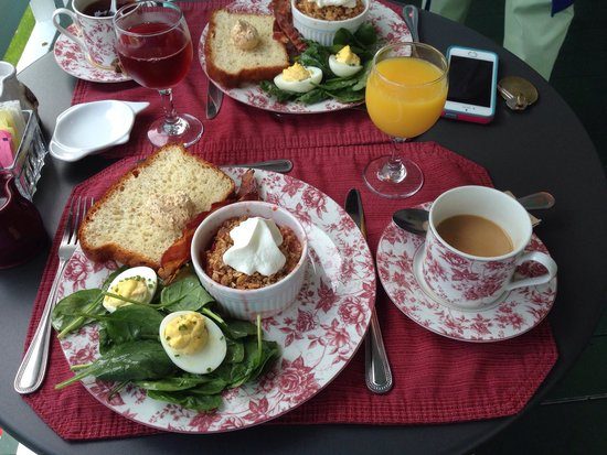 Maine Stay Inn and Cottages: Great breakfast every morning and always something different.