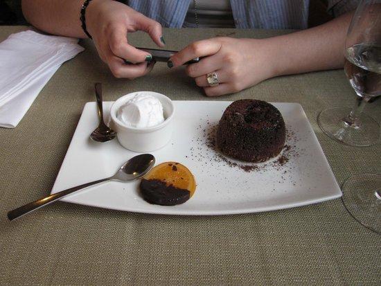 Restauracja Da Andrea: Delicioso volcán de chocolate con helado