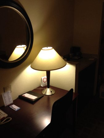 Comfort Suites Vero Beach: Desk