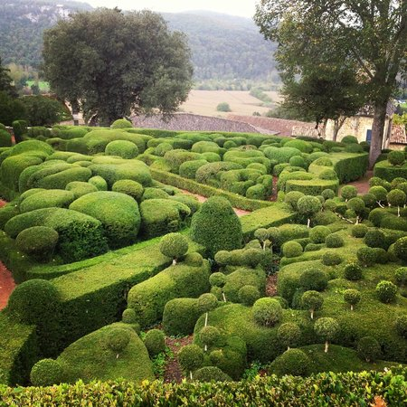 Les Jardins de Marqueyssac : Undulating Topiary