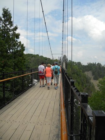 Parc de la Chute-Montmorency : suspension bridge