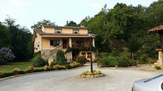 Santu Colás: Exterior Casa Rural