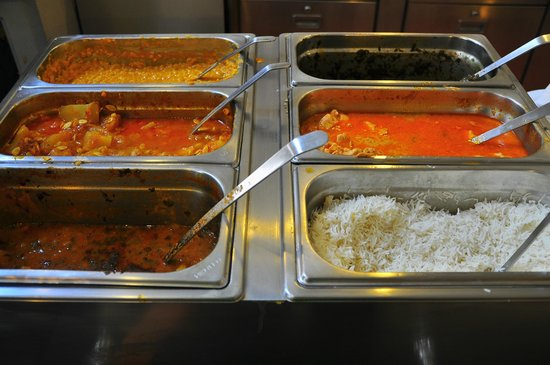 Der Wiener Deewan: basmati rice, 3 types of vegetarian curry, 2 types of curry with meat