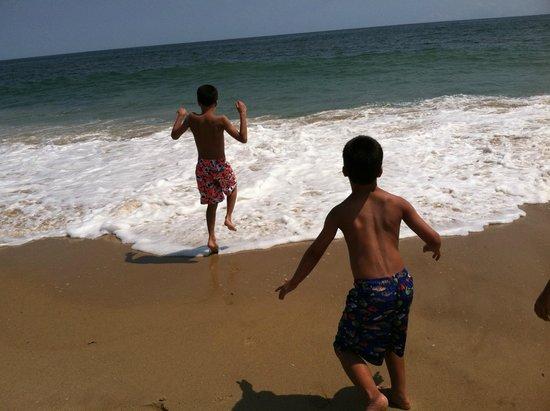Ocean Surf Resort: Playing in the ocean