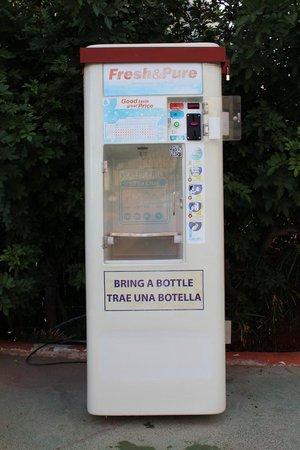 Aparthotel Green Park : Автомат с питьевой водой