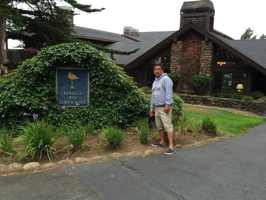 Bodega Bay Lodge: At the entrance