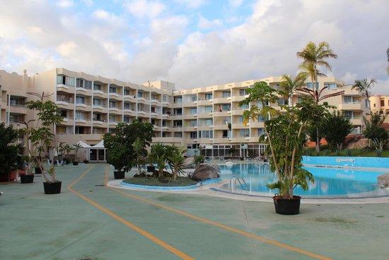 Aparthotel Green Park : На территории отеля
