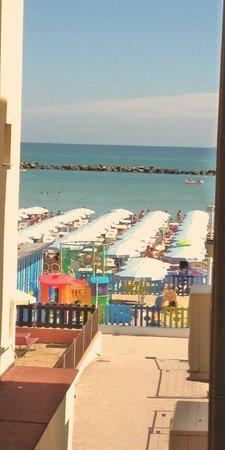 Hotel Stella Maris : Vista dal balconcino della mia stanza (126)
