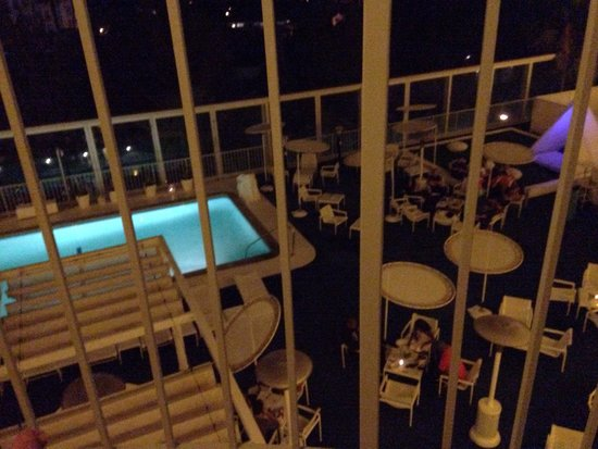 The Standard, Hollywood: Pool view room
