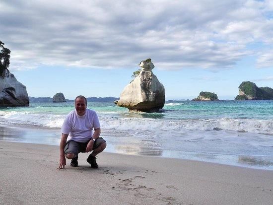 Cathedral Cove: On the beach at Mares Leg Cove