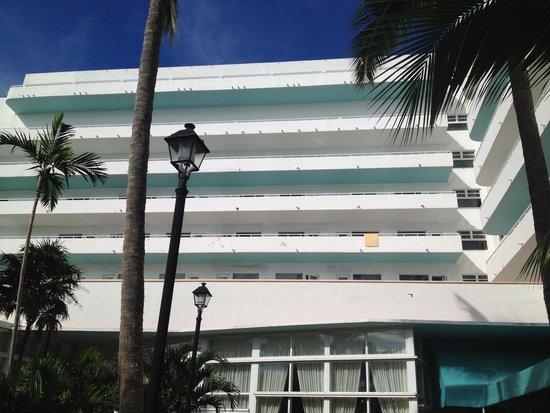 Hotel Riu Plaza Miami Beach : hotel du coté piscine