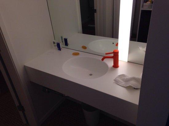 The Standard, Hollywood: Bathroom