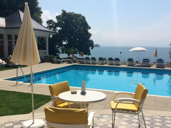 Hotel Bad Schachen: swimming pool on the lake