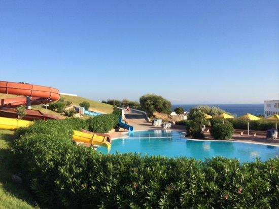 Mitsis Norida Beach Hotel: Pool med rutchebaner