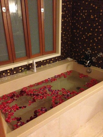 Amari Vogue Krabi: What the hotel set up for us the night my boyfriend proposed
