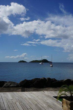 La Touna: vue du restaurant sur les îles pigeon