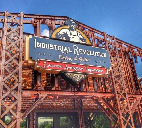 Industrial Revolution Eatery & Grille: Entrance