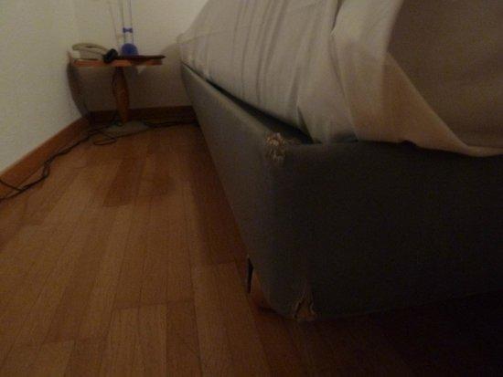 Thessoni Classic Zürich: Погрызанная кровать