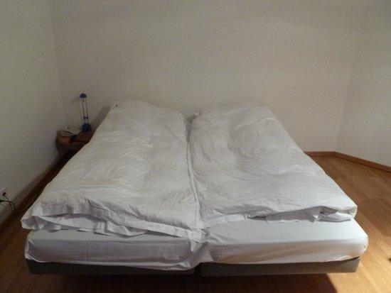 Thessoni Classic Zürich: Такие кровати ведут к разводу