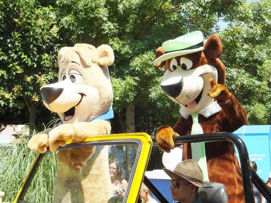 Parque Warner Madrid : Desfile de los personajes: Yogui y Bubu