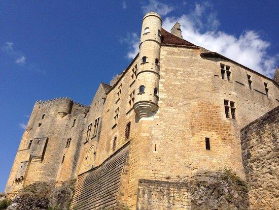 Château de Beynac : Vue du chateau depuis l'entrée.