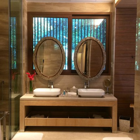 Resorts World Sentosa - Equarius Hotel: Bathroom