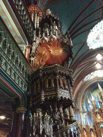 Basilique Notre-Dame de Montréal : Gorgeous spiral staircase