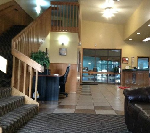 Econo Lodge Inn & Suites: upon walking into the econo lodge