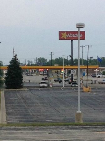 Econo Lodge Inn & Suites: View out of window (gas station/food nearby)