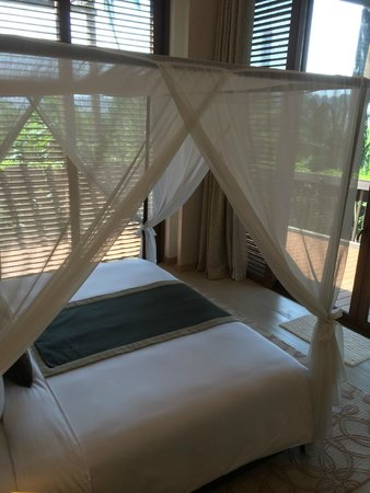 Resorts World Sentosa - Equarius Hotel: The bed