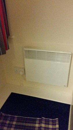Travelodge London Central Marylebone: Small heater in the room.