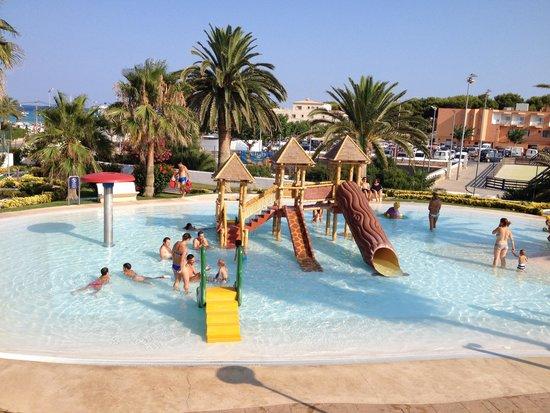 Barcelo Pueblo Menorca: Piscina