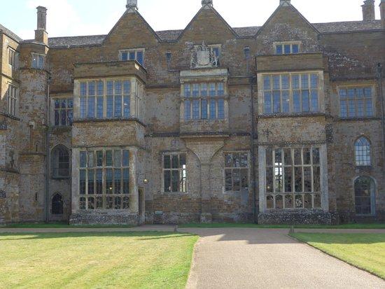Broughton Castle: Castle front