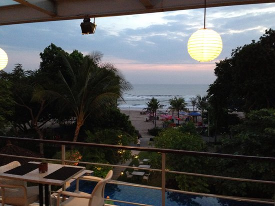 The Camakila Legian Bali: Rooftop bar drinks