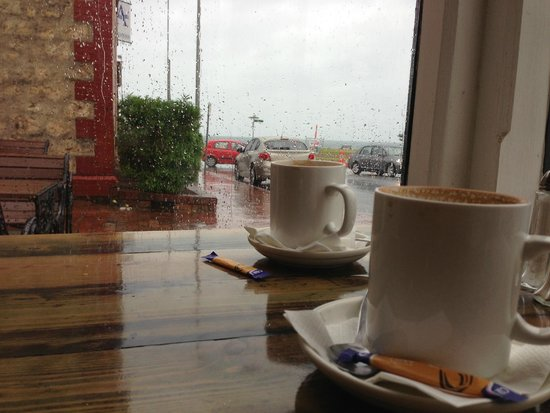 Anchorage Seafront Hotel: Keeping warm with a great coffee on the rainy days