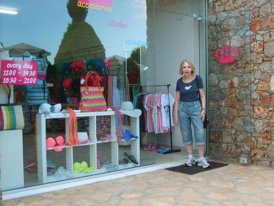 Blue Marine Resort & Spa : Shopping!