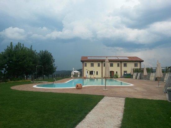 Piscina panoramica foto di agriturismo ca 39 querciabuca pianoro tripadvisor - Agriturismo con piscina bologna ...