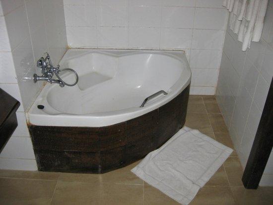 Amaya Lake : big bathtub in the corner