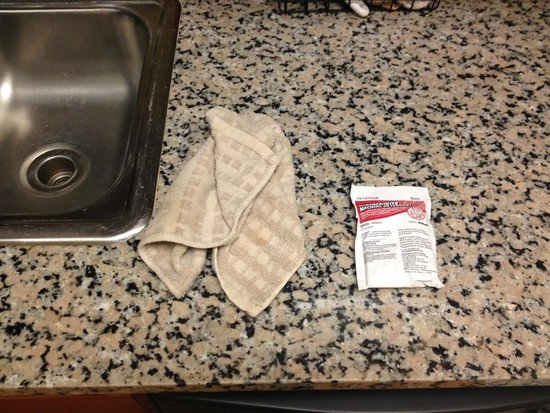 Mainstay Suites Dover: This is how clean kitchen towels were replaced, in a heap on the counter.