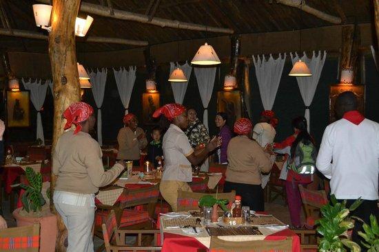 Kibo Safari Camp : The pre-dinner dance