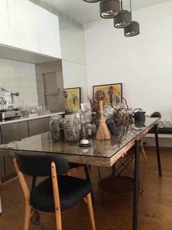 ROSA ET Al Townhouse: Salle à petit déjeuner, thé. café etc...