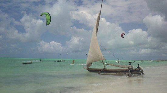 Dhows and kiters on Paje beach