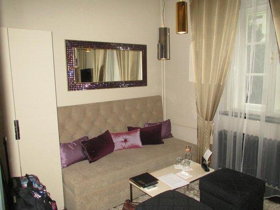 Amethyst room picture of design hotel jewel prague for Design hotel jewel
