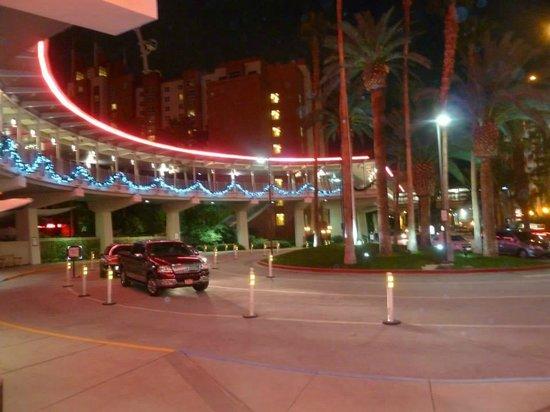 Flamingo Las Vegas Hotel & Casino: Back entrance