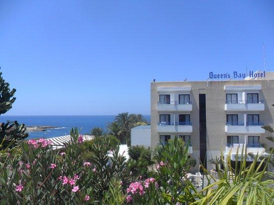 Queen's Bay Hotel : edificio hotel