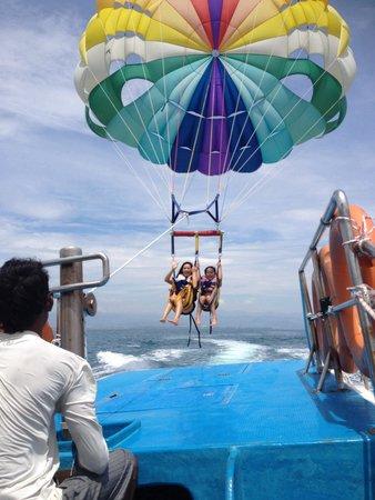Manukan Island: Para sailing..