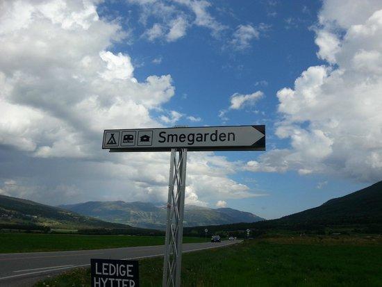 Smegarden Camping: Schild an Straße